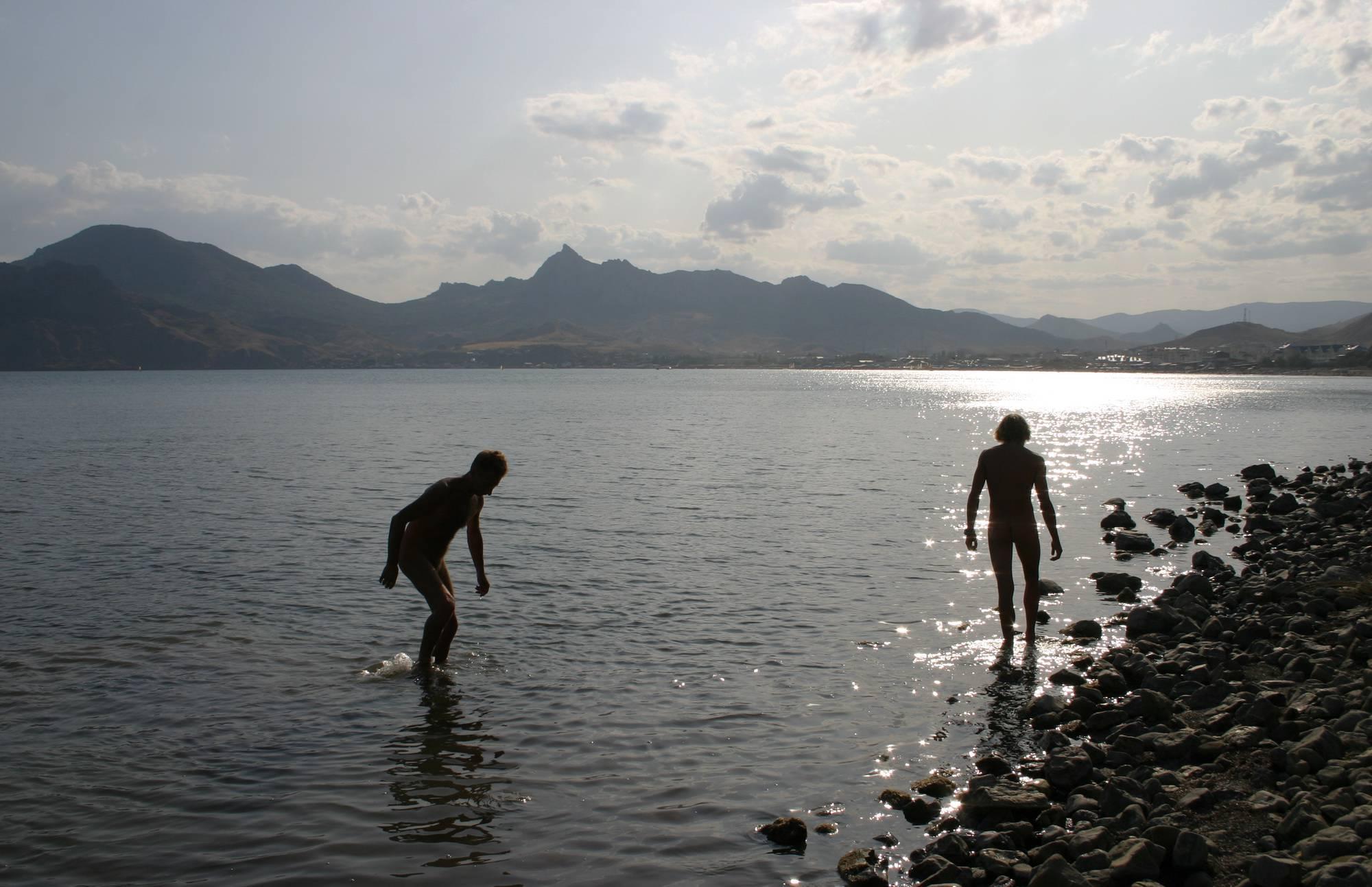 Nudist Photos Finding Seas Little Crabs - 2