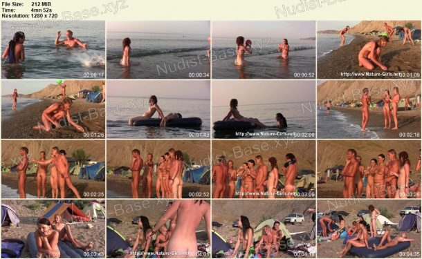 Snapshots of Young Naturists on a Nudist Beach - Nature-Girls.net 1