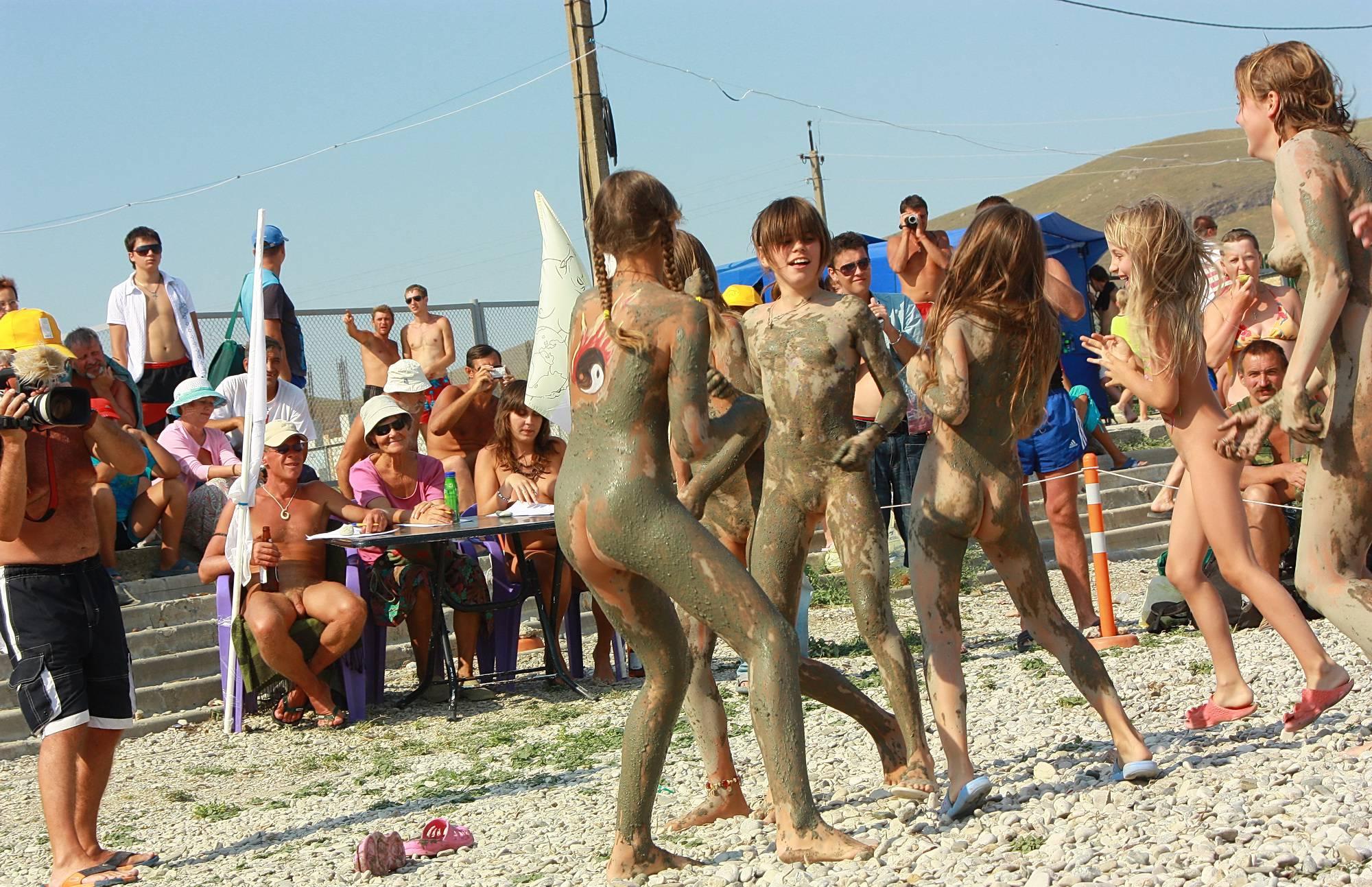 Sandy Muddy Dance-Off - 1
