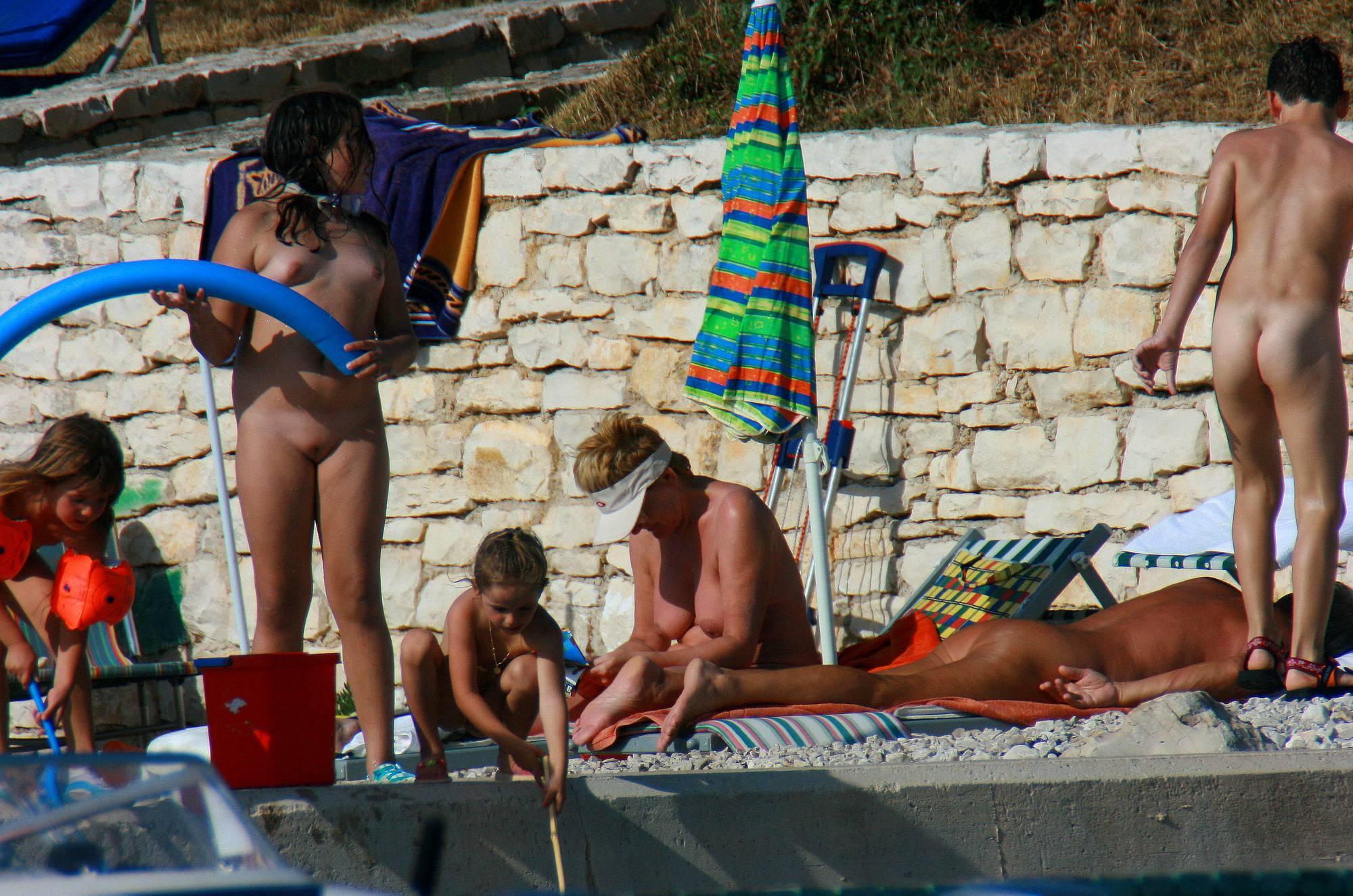 Nudist Pictures Ula FKK Shore Kid's Family - 2
